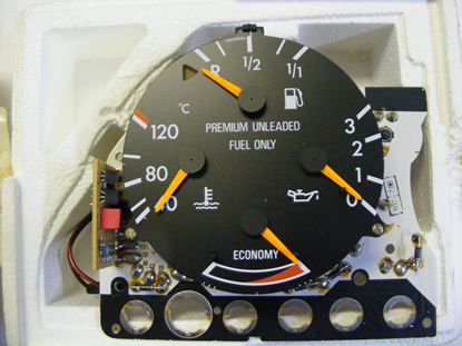 Picture of Mercedes instrument cluster, 2015423201